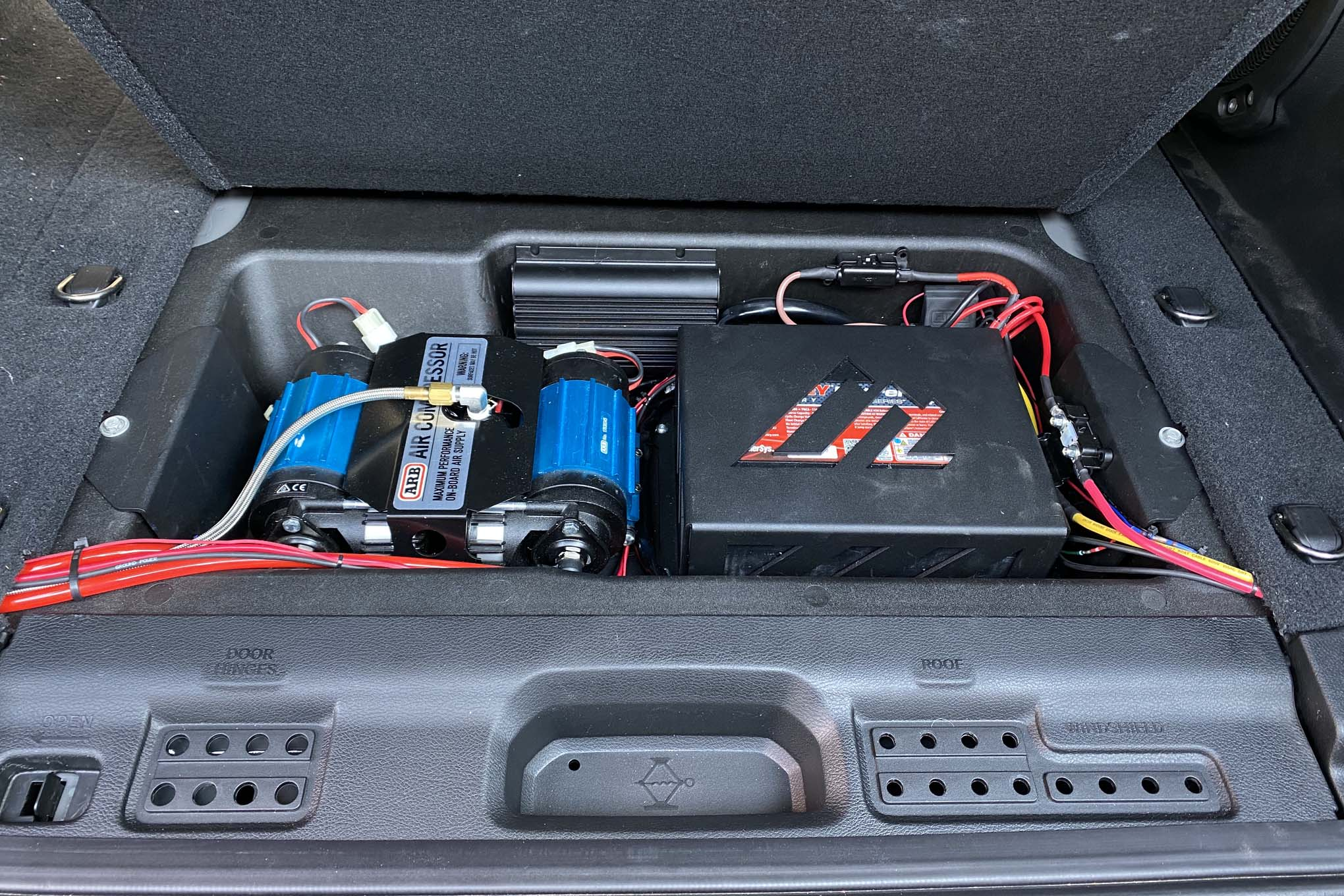 How to Install Onboard Air and an Auxiliary Battery in Your Jeep Wrangler JL