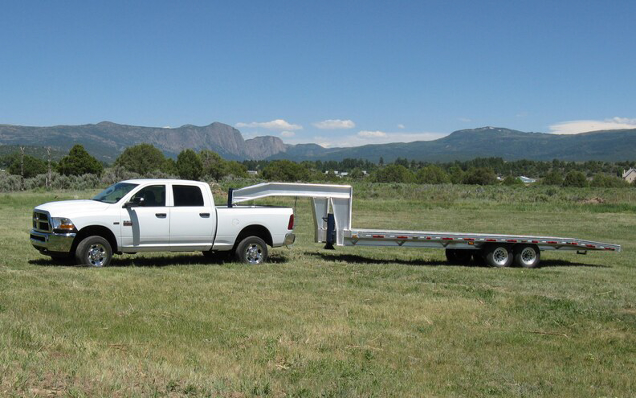 What Is a Gooseneck Trailer?