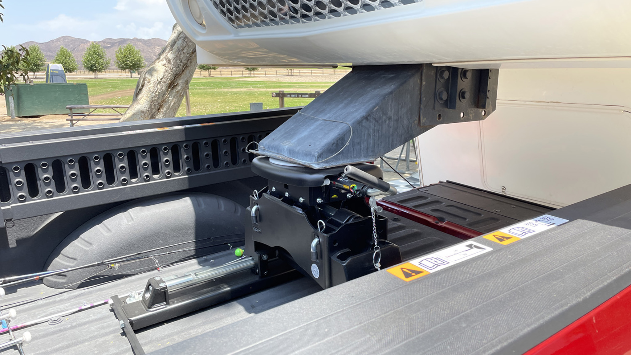 How to Hitch a Fifth-Wheel Trailer